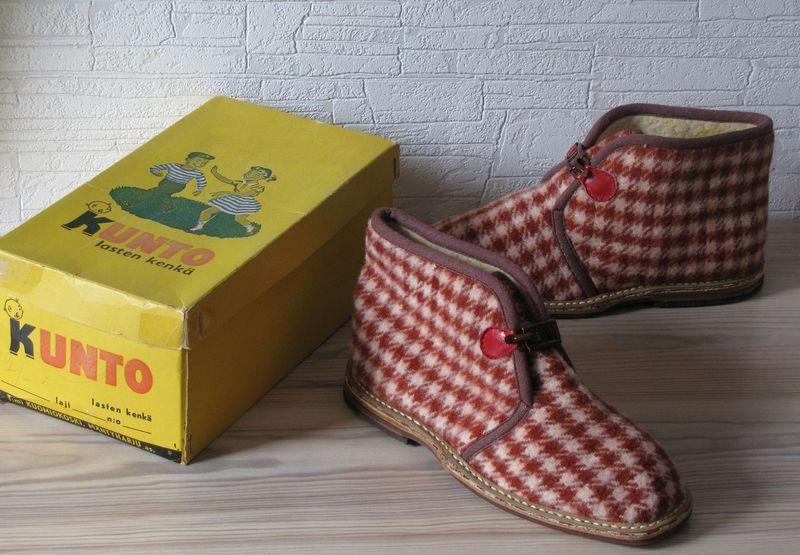 Erikoiset ja harvinaiset ESKO lasten kengät alkuperäispakkauksessa. REINO  tohveleiden esi-isät  ad9a063a87