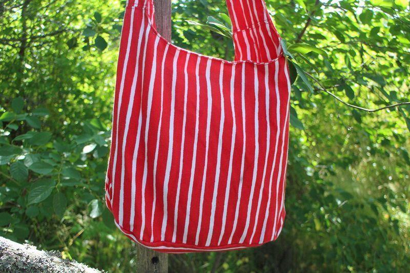 Marimekko Pal Laukku Punainen : Marimekko punavalkoinen pystyraidallinen laukku