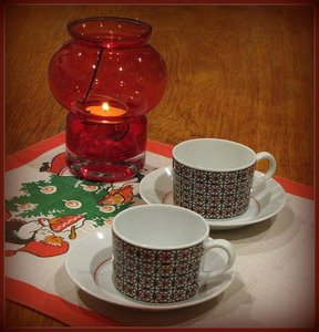 Arabia MARI coffee cup and saucer, designed by Olga Osol (decorations), Kaj Franck (model)\\n\\n7.8.2013 21.37
