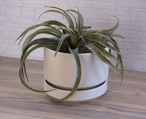 Arabia flower pot 13,5 cm, white color, designed by Richard Lindh\\n\\n15.7.2013 18.14