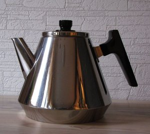 Hackman / Sorsakoski modern stainless steel coffee pot designed by Veikko Aliklaave\\n\\n11.7.2013 17.28